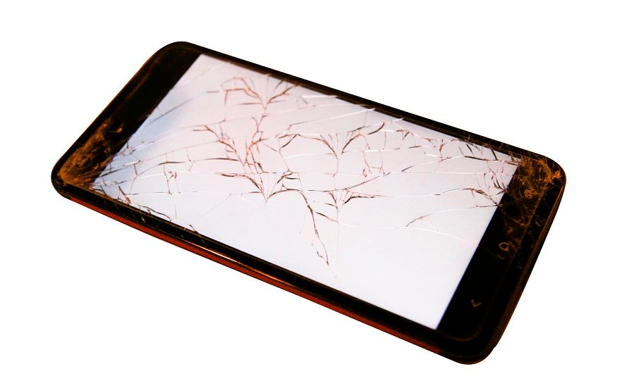 smartphone-with-cracked-screen