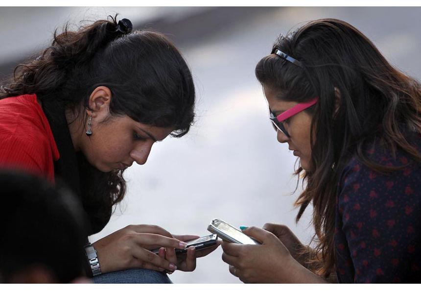 girl-school-with-phone