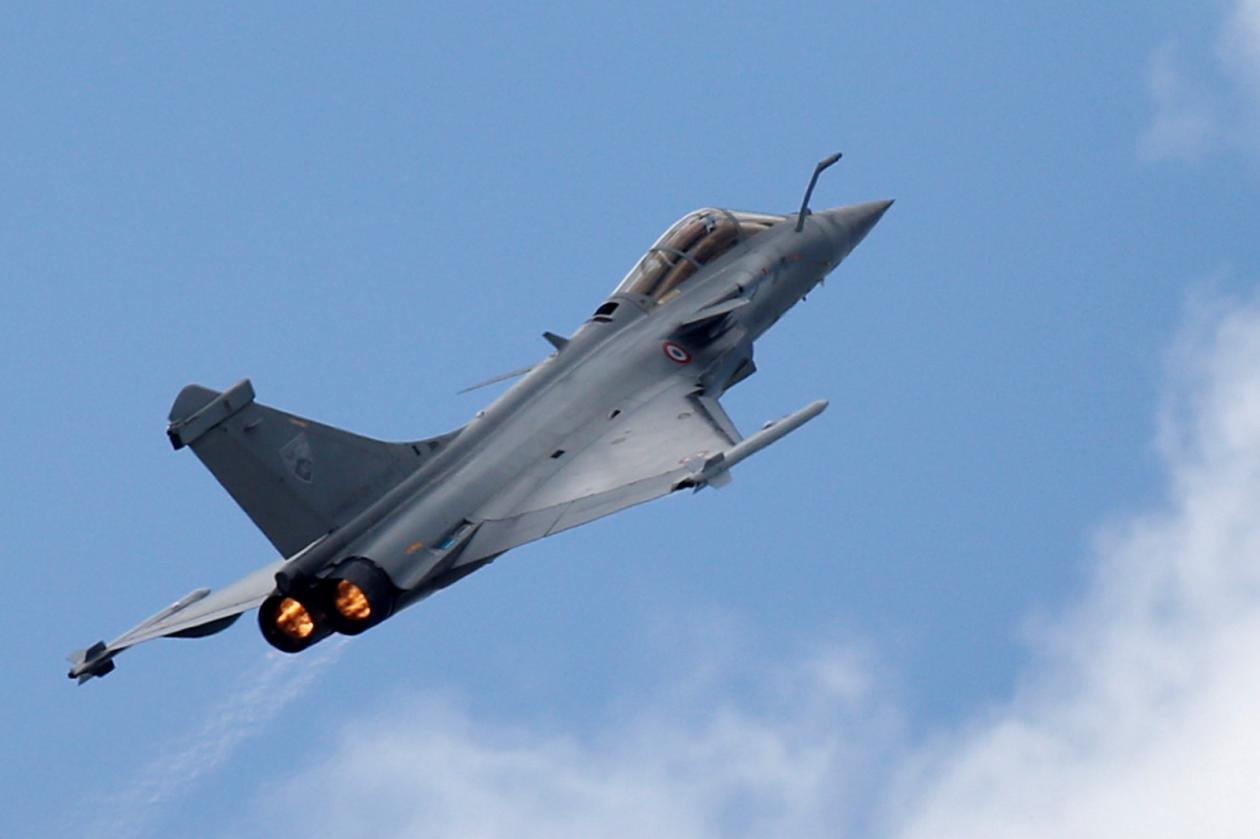 rafale vs f-16 fighter jet plane indian air force army pakistan