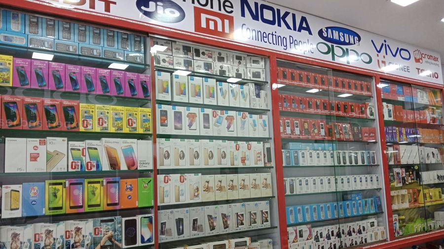 AIMRA mobile retailer protest in ramleela maidan against online exclusive sale india price parity