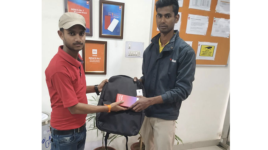 Redmi Note 7 Pro fire blast in gurugram Xiaomi gave new phone and bag to user to dismiss the case