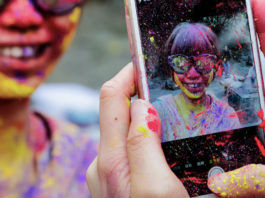 how-to-protect-and-save-smartphone-in-holi