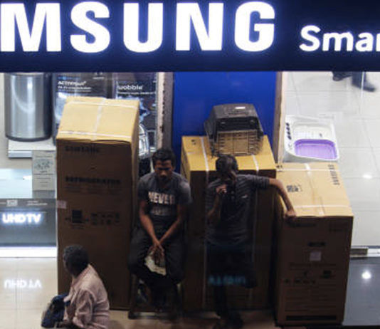 samsung delivered washing machine instead of ordered smart led tv to faridabad guy