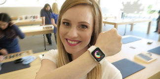 apple watch saved woman life after heart attack